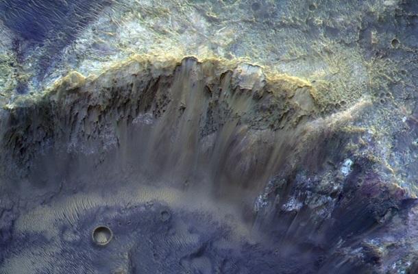 Роскосмос показал красочное фото Марса 1